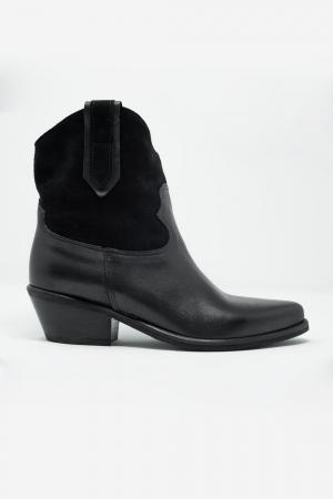 Botas estilo oeste con tacón medio en negro