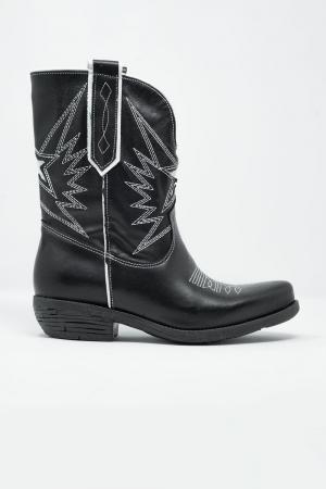 Botas de estilo cowboy de cuero negro