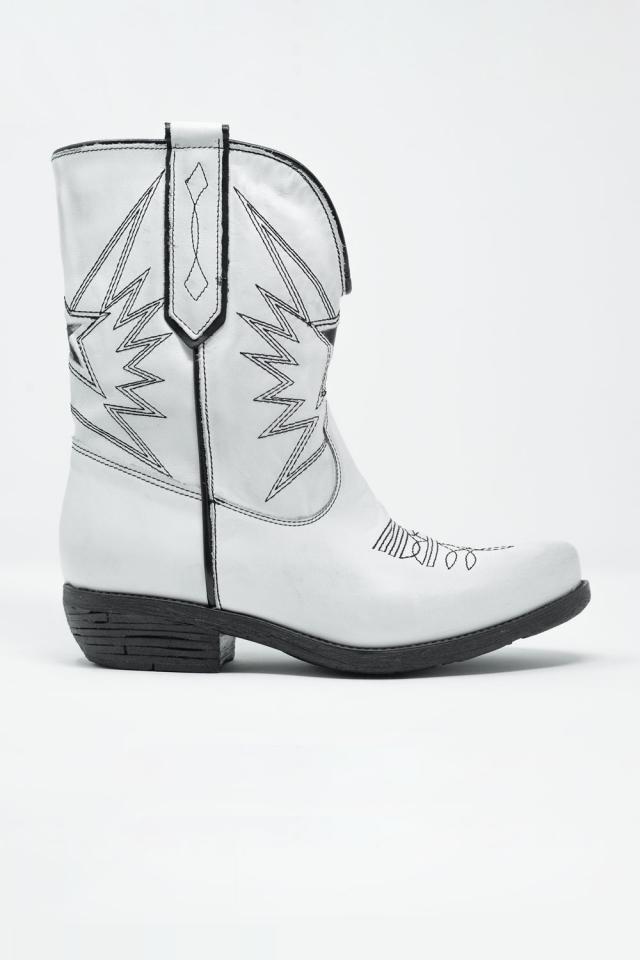 Botas estilo oeste de cuero en blanco