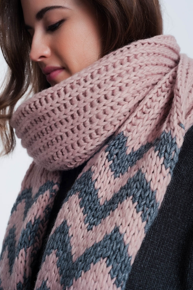 Thick knitted pink scarf with zigzag stripe detail