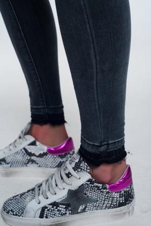 Zapatillas con diseño de serpiente en rosa fucsia