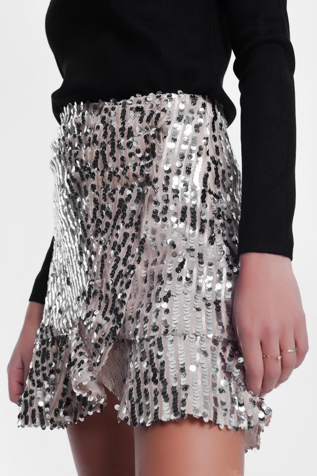 Minifalda dorada de lentejuelas con diseño escalonado