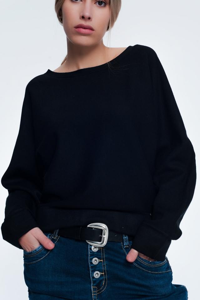 Jersey negro de cuello redondo con hombros caídos