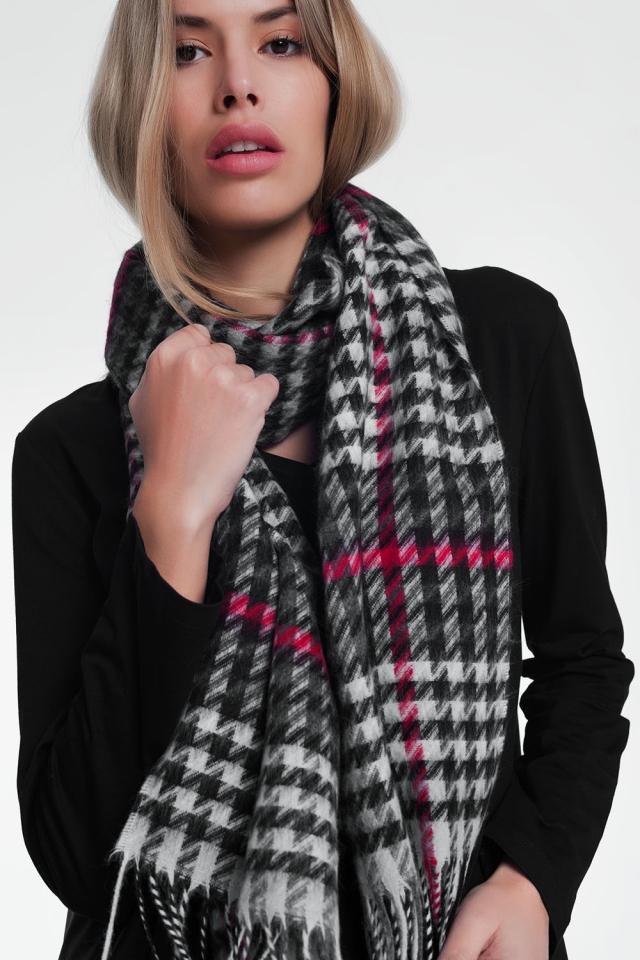 Bufanda tipo manta con diseño a cuadros en color negro