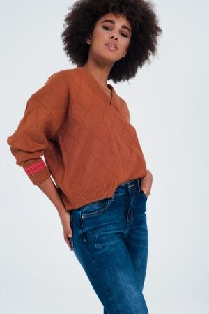 Jersey texturizado con cuello V de color camel