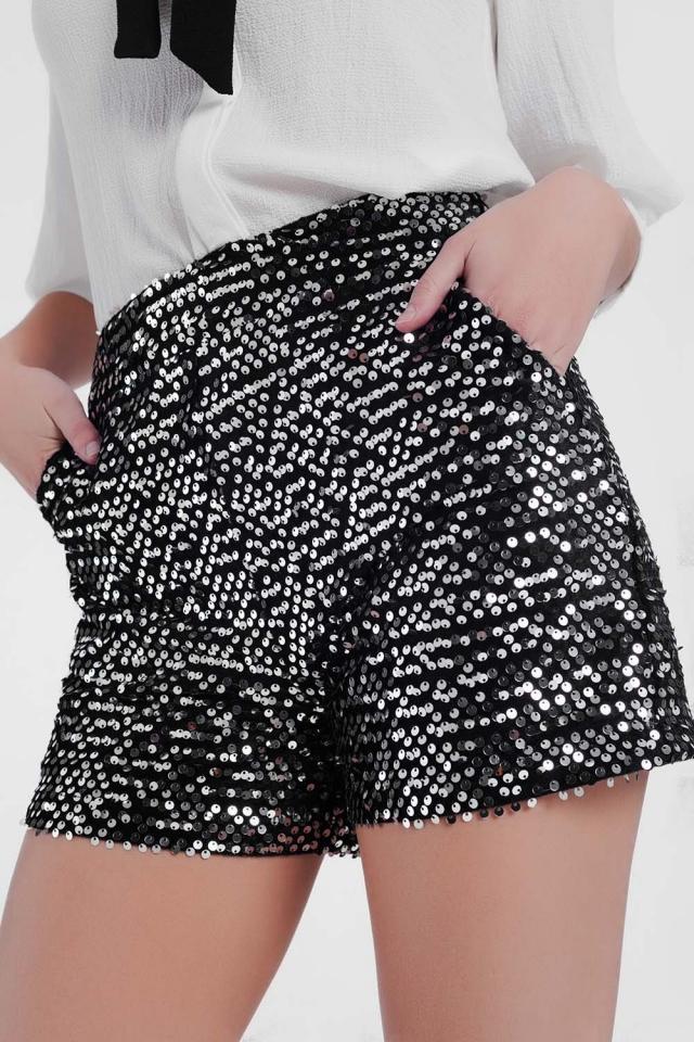 Pantalones cortos vaporosos con lentejuelas en plata