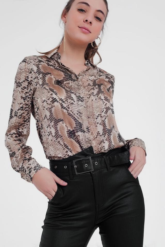 Camisa beige de manga larga con estampado de piel de serpiente