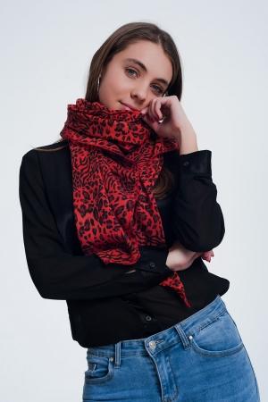 Bufanda roja con estampado de leopardo