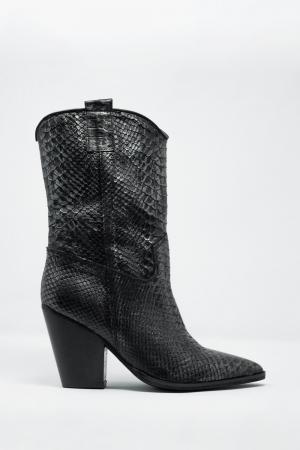 Botines altos de cuero en negro cocodrilo