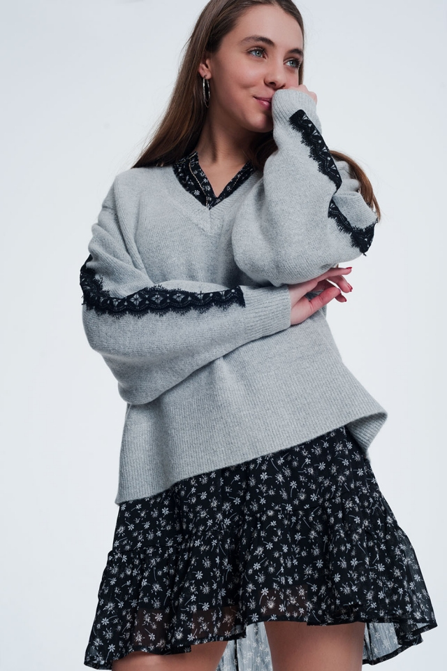 Gray sweater with v-neck and long sleeves
