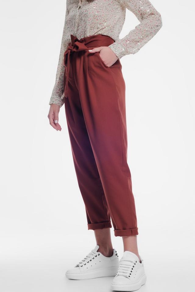 Pantalon de pinzas en color caldera con cinturón