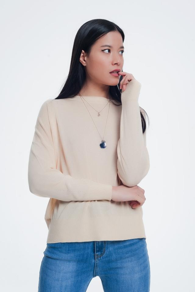 Jersey de punto fino con cuello redondo en color beige