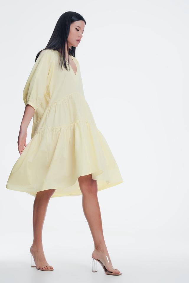 Vestido semilargo amplio con falda a capas y manga abullonada amarillo