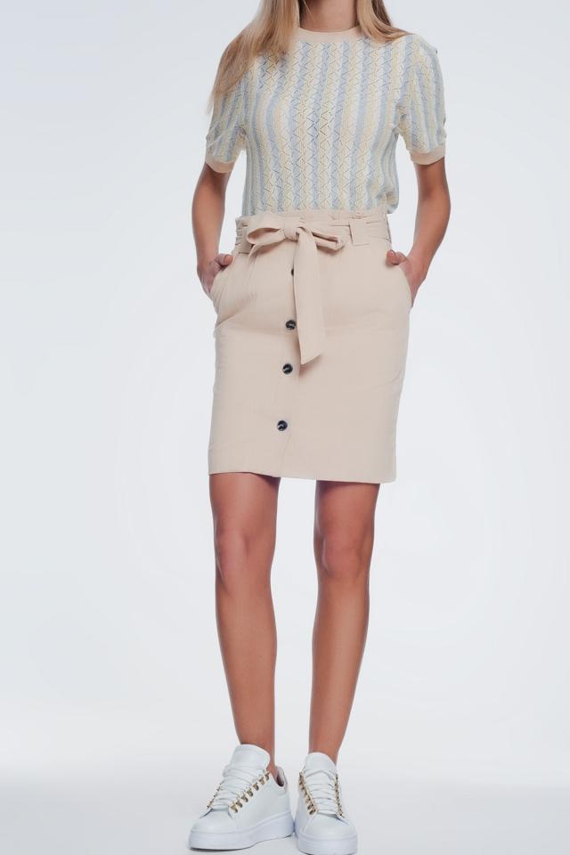 Falda mini beige con botones delanteros
