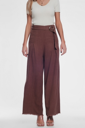 Pantalón marron de pernera ancha y talle alto con cinturón