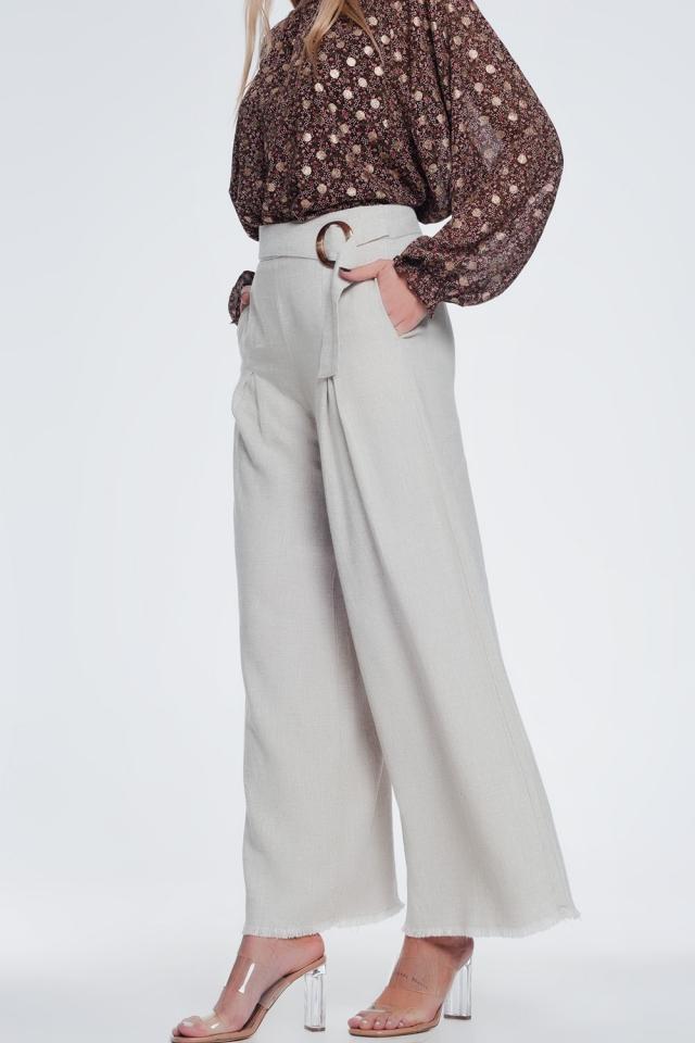 Pantalón de pernera ancha y talle alto con cinturón