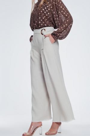 Pantalón de pernera ancha y talle alto con cinturón color beige
