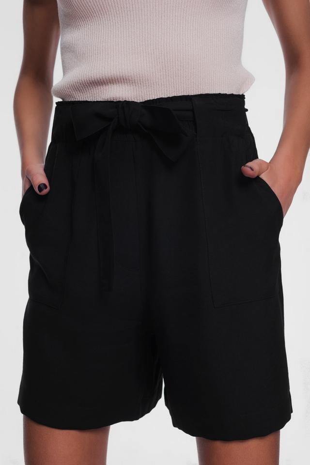 Pantalones cortos negro con cinturón
