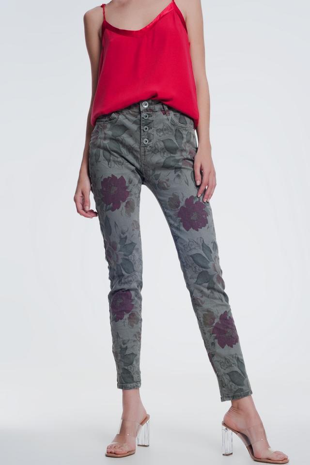 jeans boyfriend caqui con estampado floral