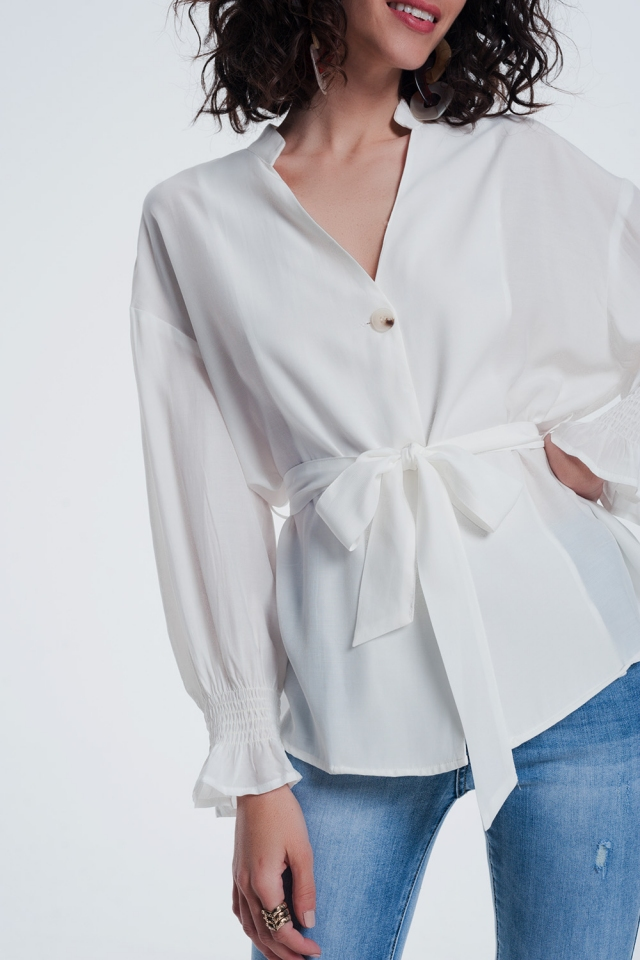 Blusa con botones en la parte delantera y manga abombada color crema