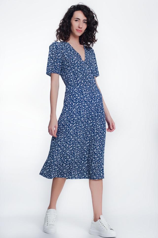 Vestido midi con bajo caído y estampado de flores color azul marino