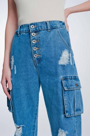 Jeans boyfriend con bolsillos laterales y rotos
