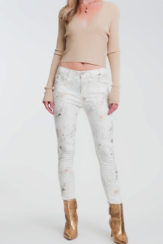 Pantalones super ajustados blancos con estampado de flores