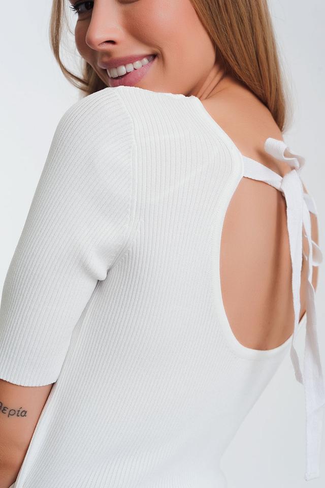 Jersey crudo de punto con detalle anudado en la parte posterior