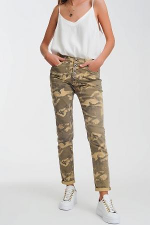 Pantalones boyfriend con estampado de camuflaje