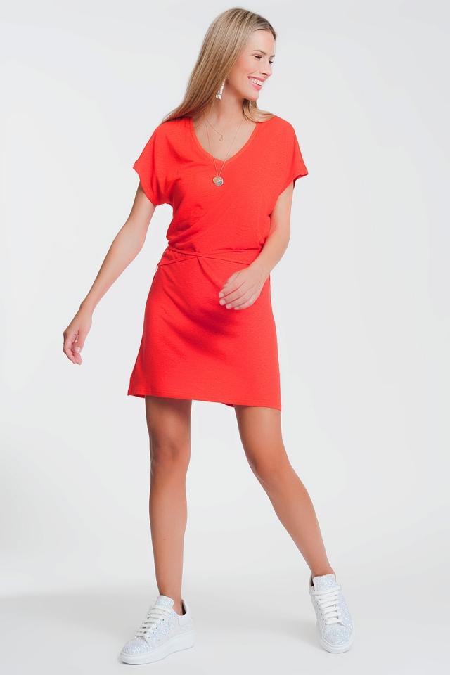 Vestido de punto fino en rojo y cuello de pico