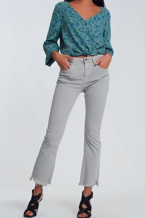 Pantalones rectos en gris con tobillos anchos