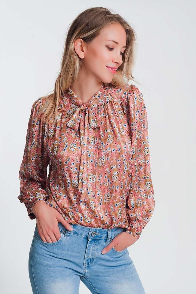 Blusa con estampado floral y estampado en la parte delantera en rosa