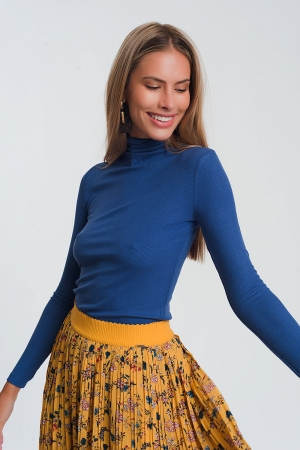 Jersey fino ajustado de cuello alto en azul