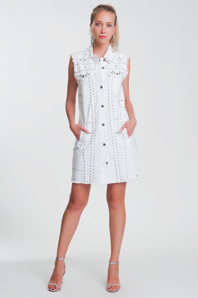 Vestido en blanco con tachuelas