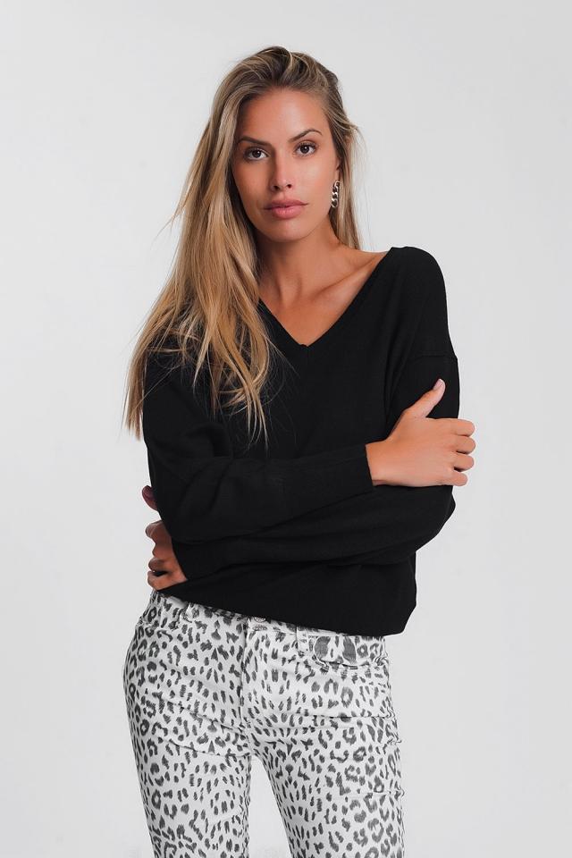 V neck light weight knit jumper in black
