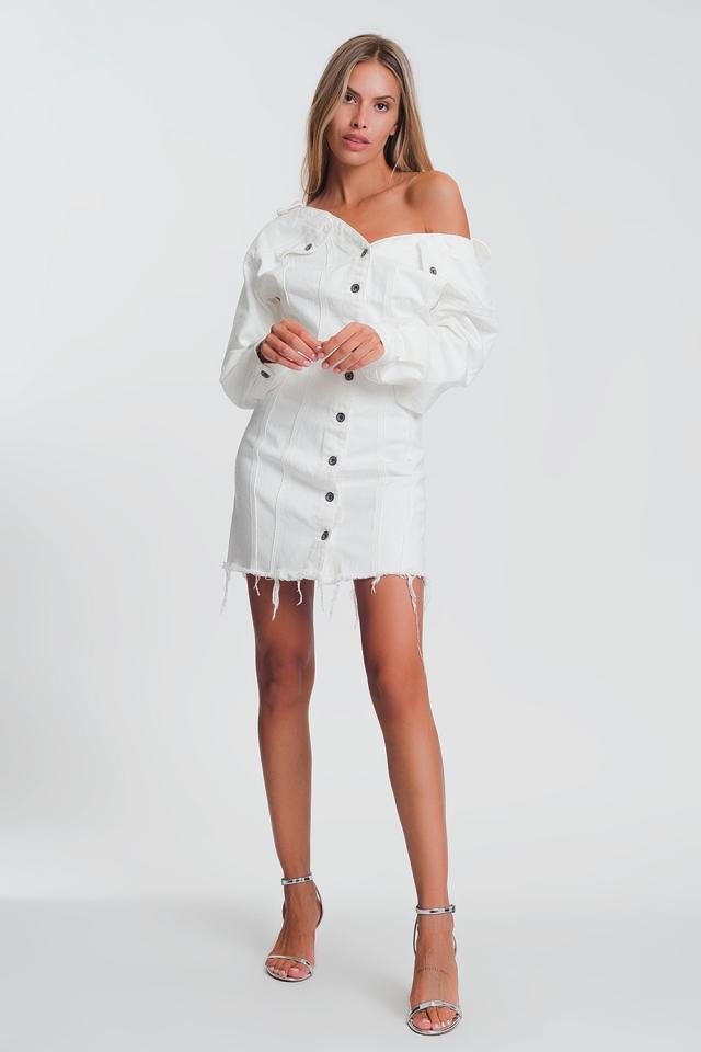 Vestido chaqueta vaquera corto blanco con escote en V profundo y dobladillo sin rematar en tejido suave