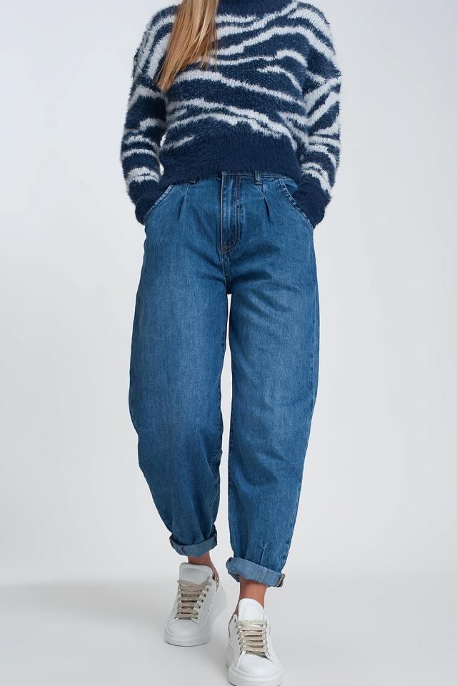 Jeans mom de talle alto con dos volantes en la cintura en azul lavado oscuro