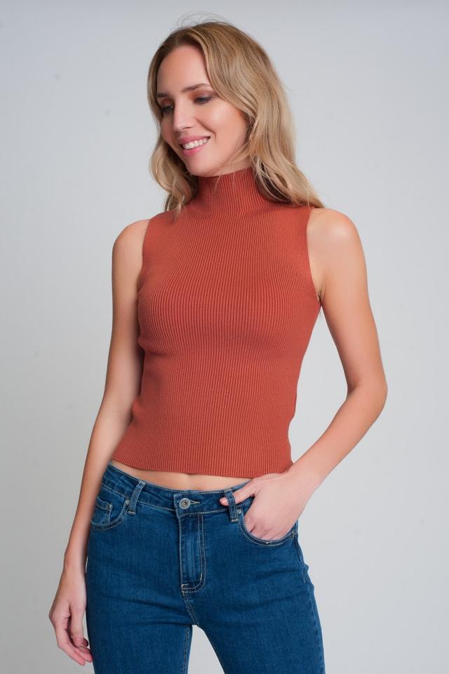 Jersey de canalé sin mangas con cuello alto en camel