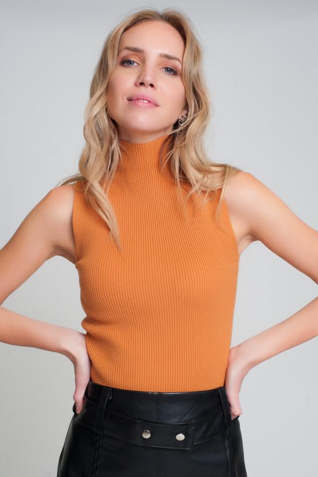 Jersey de canalé sin mangas con cuello alto en naranja