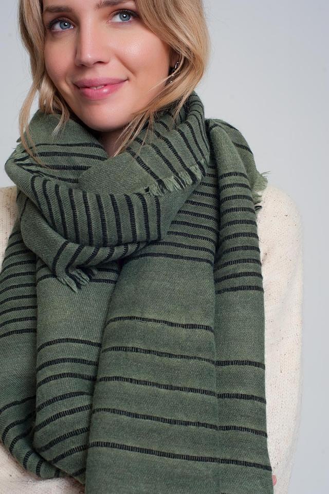Bufanda verde con rayas negras
