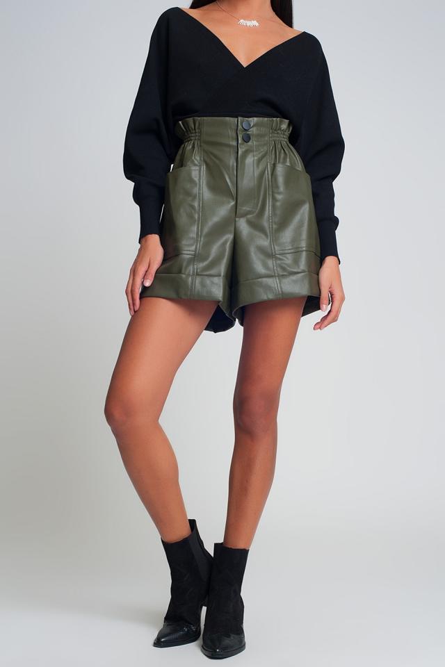 Pantalones cortos de cuero sintético con cintura paperbag en verde