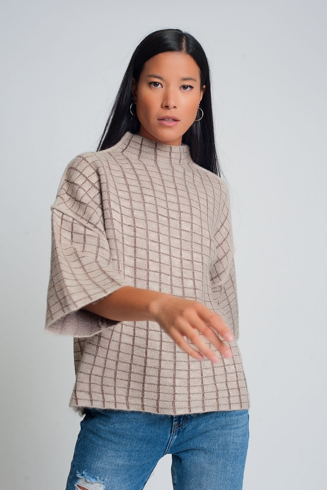 Jersey de punto fino con cuello alto y estampado de cuadros en crema