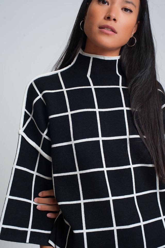 Suéter negro 3/4 con estampado de cuadros detalle en la manga y cuello alto
