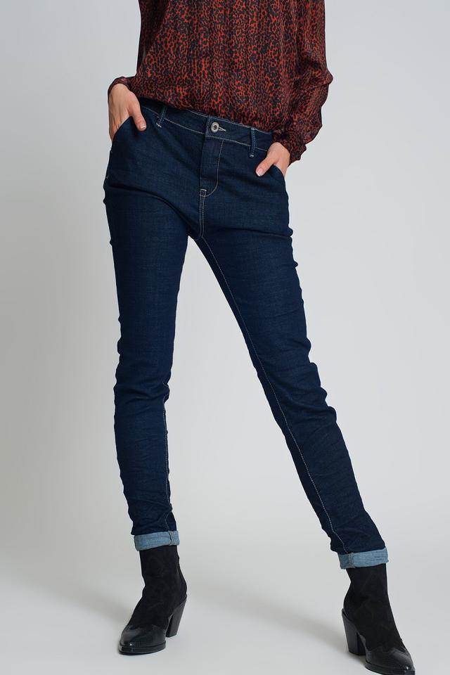 Pantalon vaquero estilo chino de corte pitillo