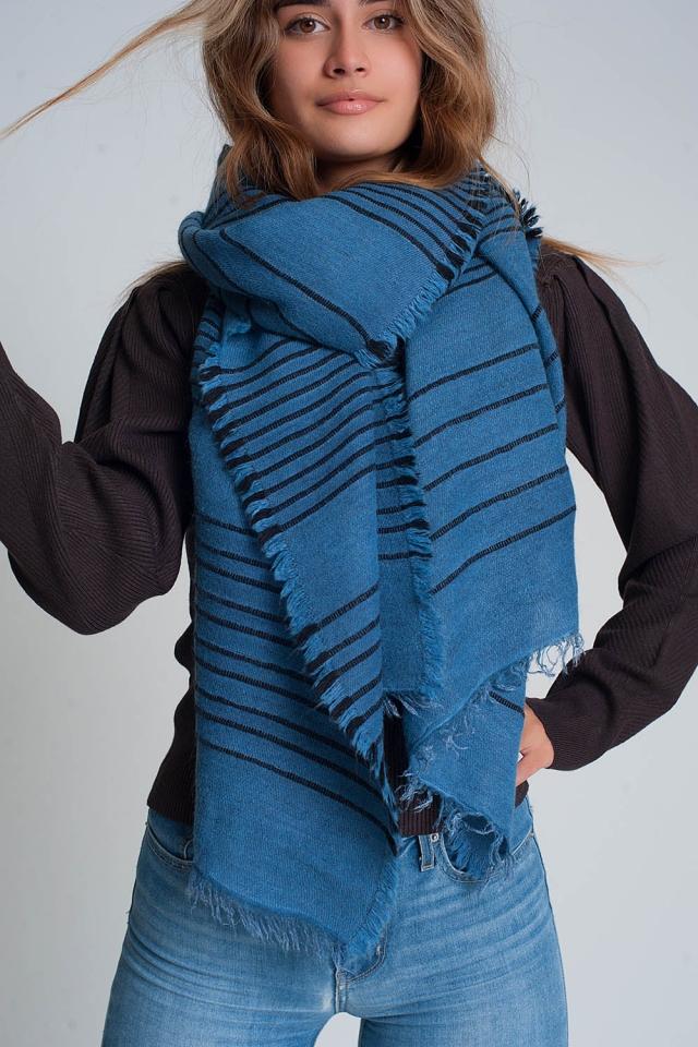 Bufanda azul con rayas negras