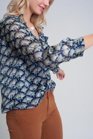 Blusa estampada con volantes en los hombros en color azul