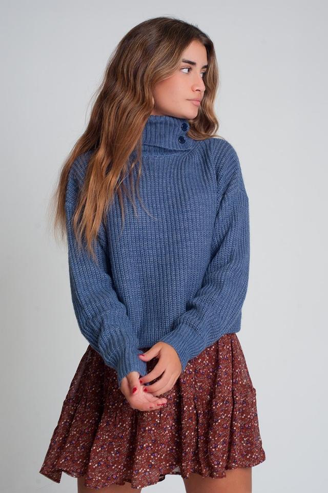 Suéter de punto con botones y cuello alto en azul