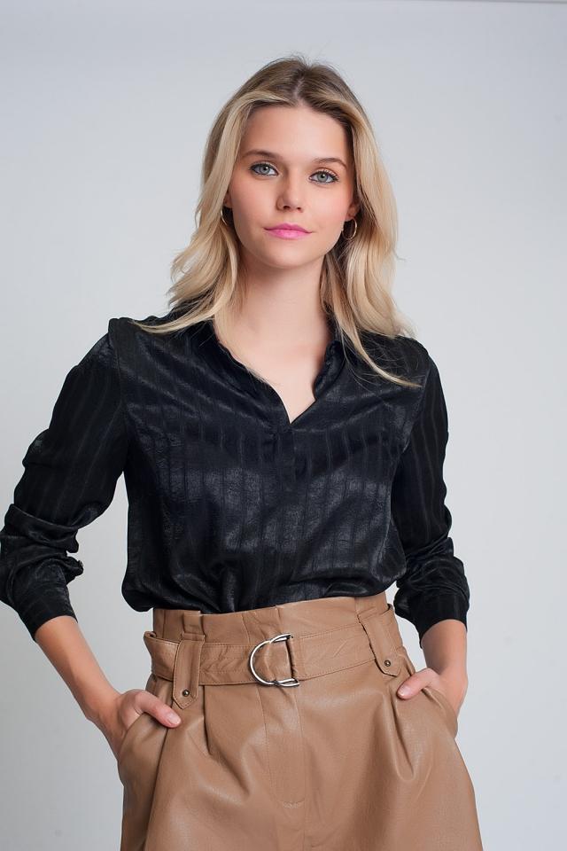 Camisade satén con manga larga y rayas en negro
