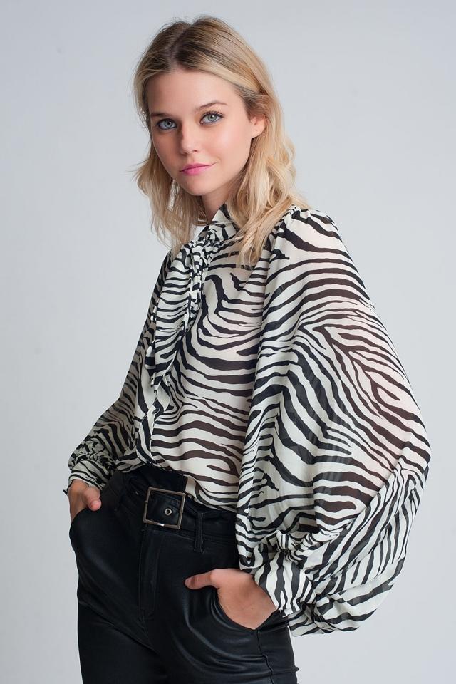 Camisa holgada con estampado de cebra y mangas voluminosas