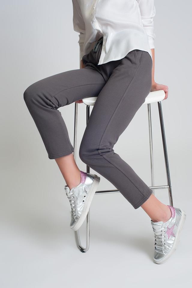Jogger de pernera recta en algodón en color gris